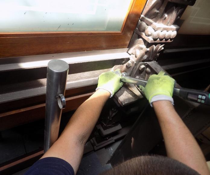 Refuerzos en nudos articulados sobre estructura metálica de fundición (Madrid)