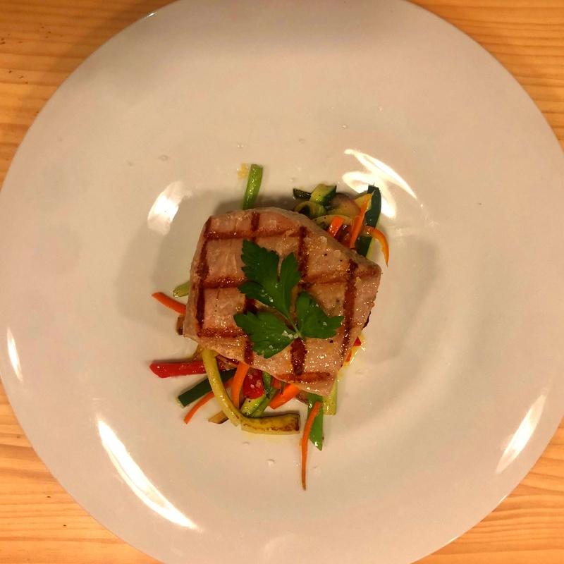 Lomo de Atún con wok de verduras: CARTA y Menús de Alquimia