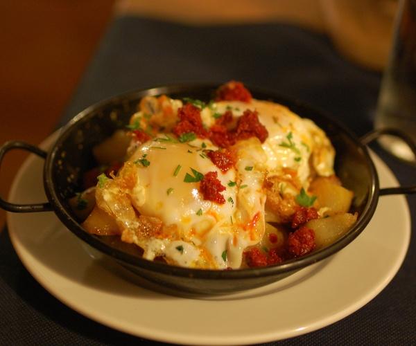 Huevos Rotos con Patatas Ibicencas