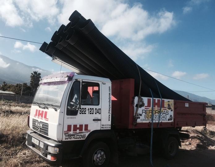 Servicio de transporte: Servicios de JHL Construcciones Canarias