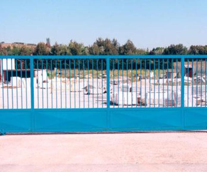 Puertas de enrejado y correderas: Cerramientos Portillo de Ferretería y Mallas Portillo