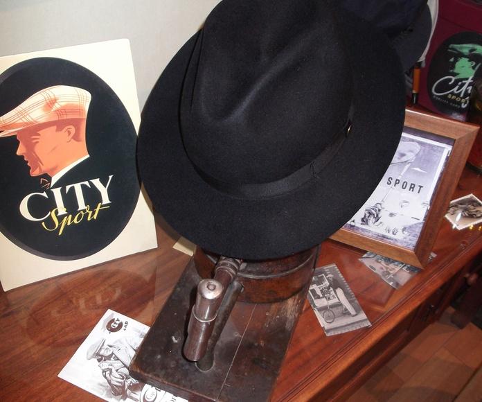 Sombrero fieltro negro plegable.