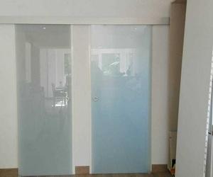 Puerta interior de corredera de cristal mate