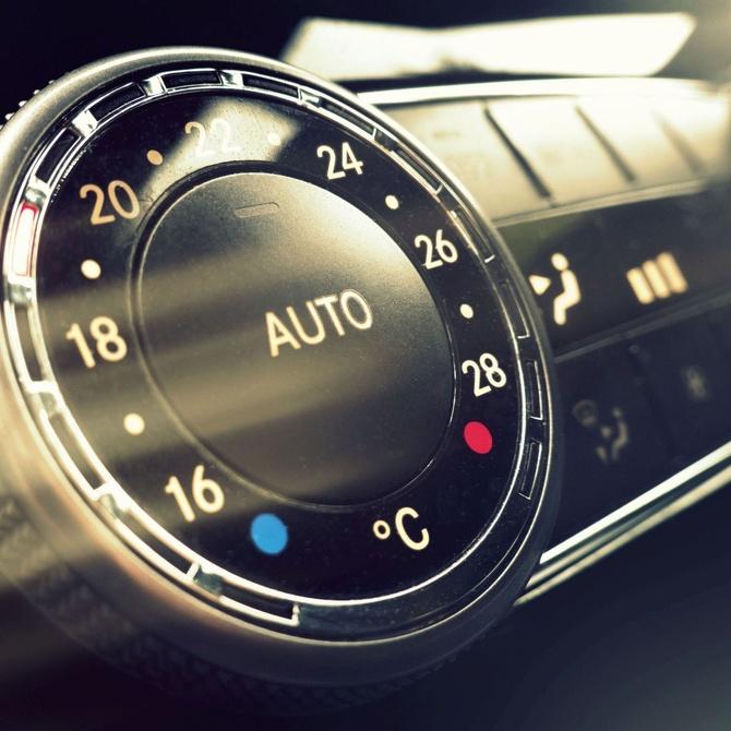 ¿Sabes cuándo recargar el aire acondicionado en tu coche?