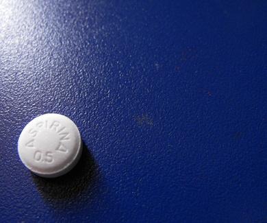 ¿Una aspirina al día para cuidar el corazón? Un nuevo estudio abre el debate.