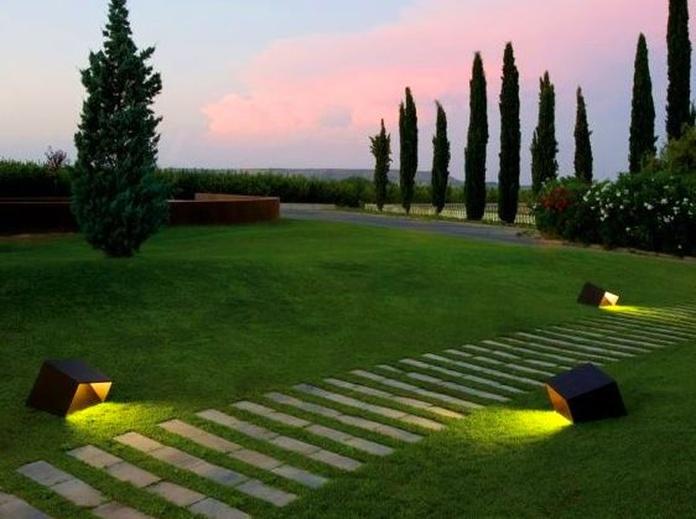 Mantenimiento de iluminación de jardín en Toledo