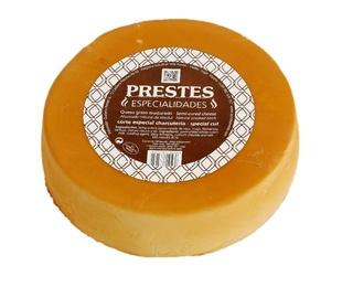 Charcuterie con queixo afumado / Smoked Queixo afumado curado