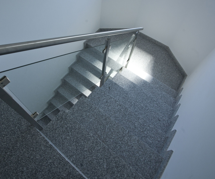 Escaleras en granito nacional