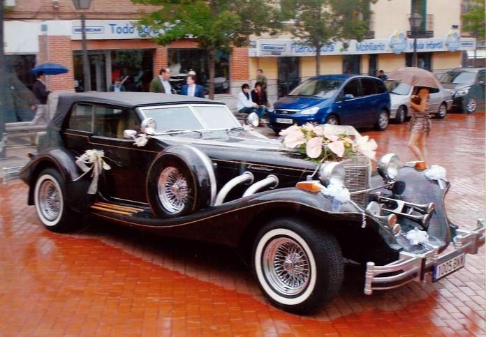 Decoración de coche clásico:  de Floristería Contreras