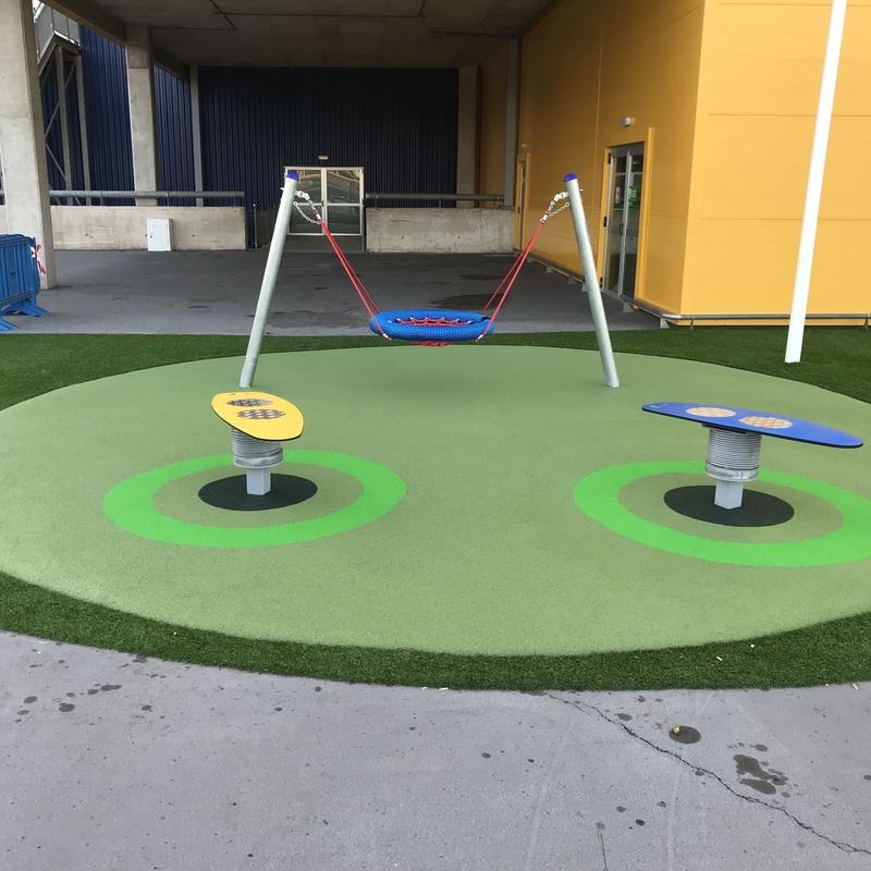 Parque infantil con columpio adaptado, Murcia, Flama Levante.
