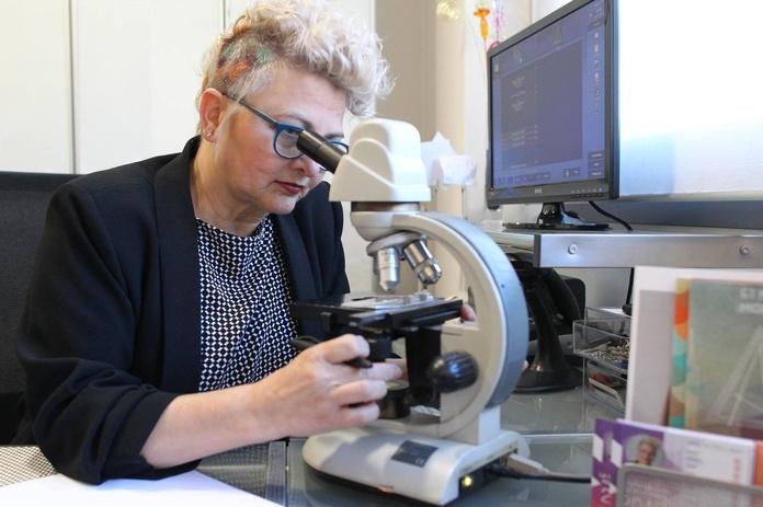 Academia de peluquería de Pilar Auguet en Girona - análisis capilar