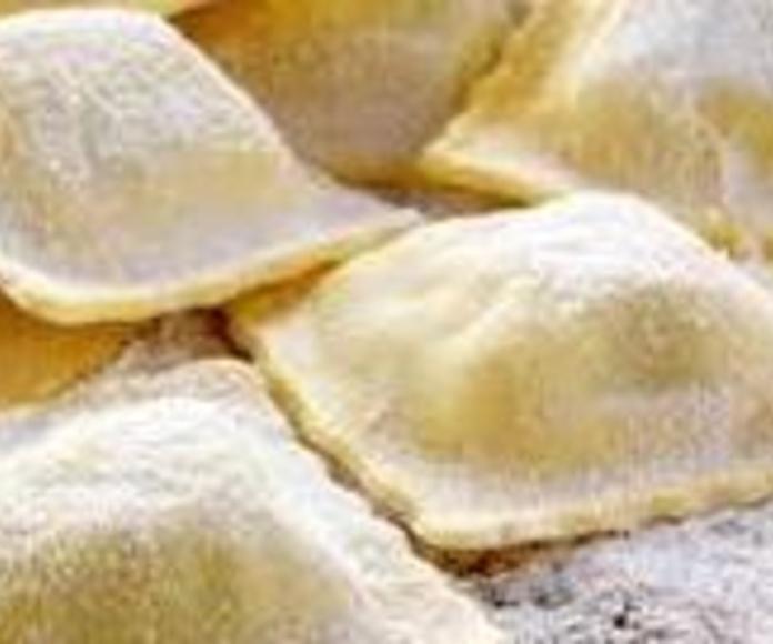 Ravioles frescos de jamón cocido y mozzarella