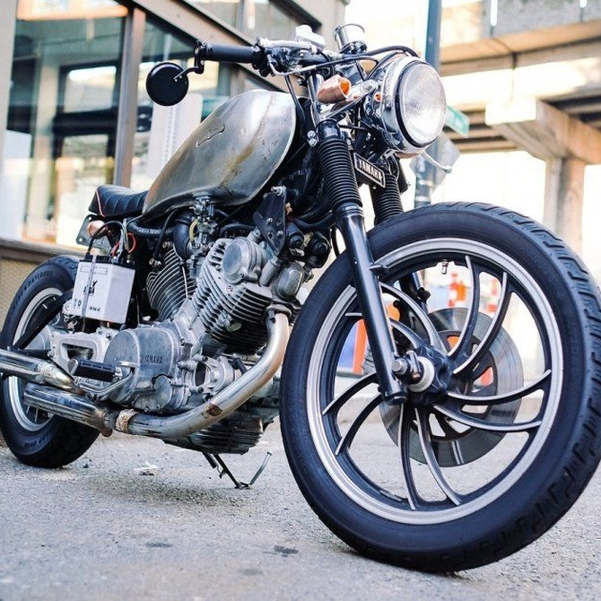 Conducción segura de motos bajo la lluvia