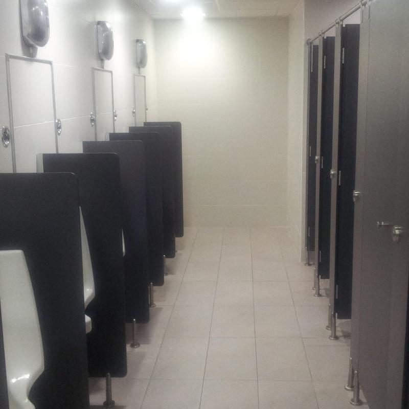 Cabinas modelo INOX y sparadores de urinario