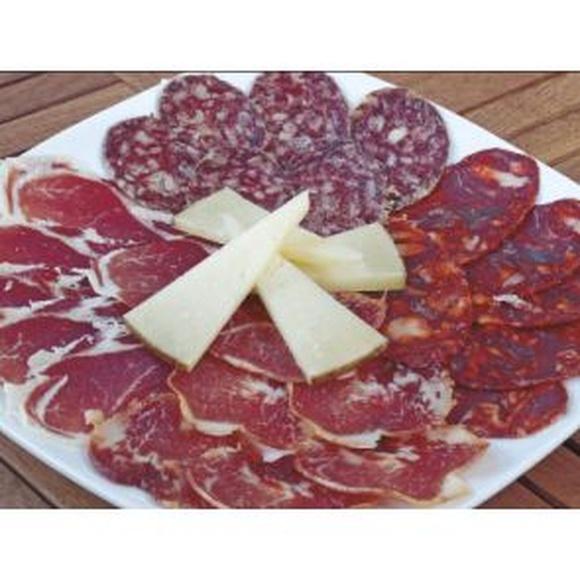 Embutidos de Salamanca: Especialidades y platos  de Restaurante Charrito