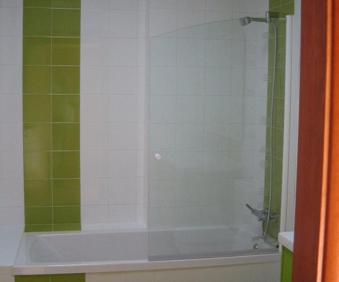Baño con ambiente juvenil.