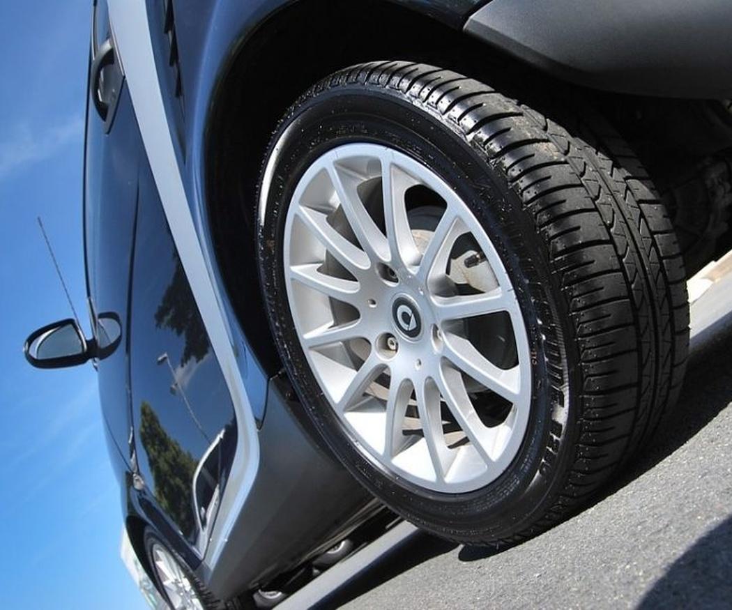 ¿Qué tipo de neumáticos debe llevar mi coche?