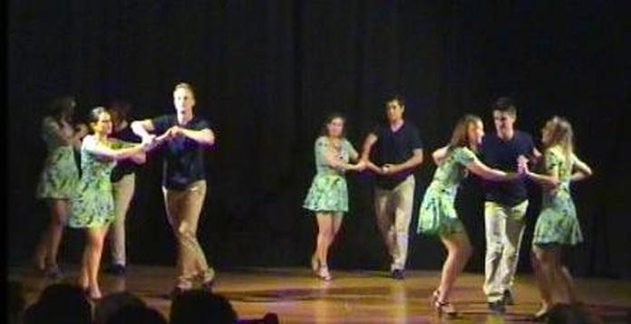 Anímate con tu pareja y aprende a bailar ritmos latinos