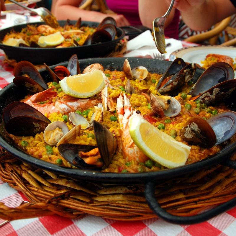 Arroz Paella: Carta de Tapas y Raciones de Restaurante La Plazuela