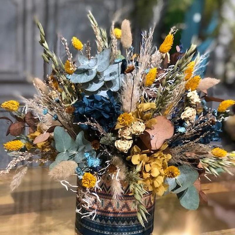 Base étnica con flor preservada: Productos de Floristería Miriam