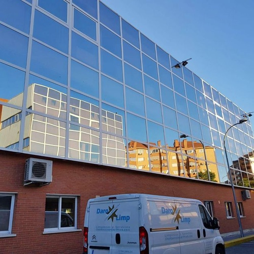 Limpieza y mantenimiento de edificios de oficinas en Madrid