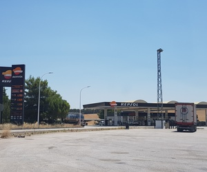 Estación de servicio con amplio parking para transportistas