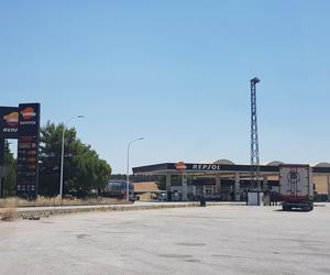 Estación de servicio con amplio parking para transportistas