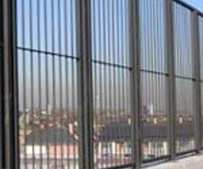 Vallas de colegios : Trabajos de Cerrajería Alberto Bautista.