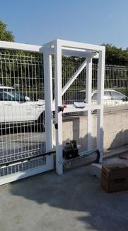 Instalación de cancela corredera automática industrial en planta de reciclaje Picassent