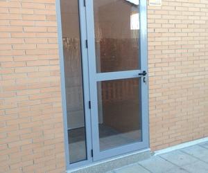 contra puerta aluminio