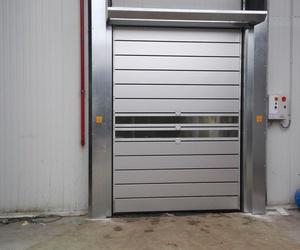 Puerta rápida rígida de paneles enrollables en espiral en Silla Valencia