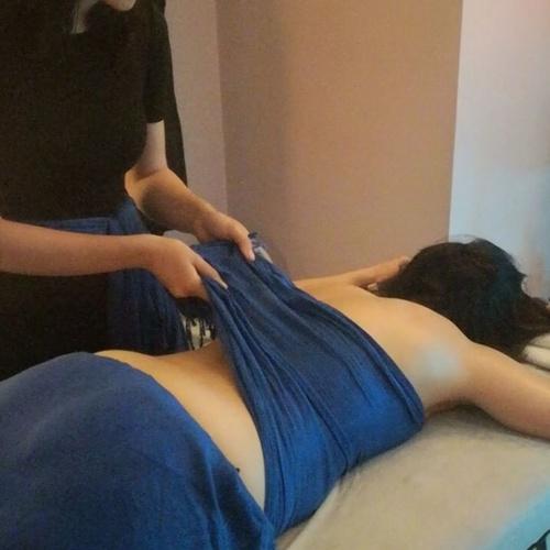 Masaje sensorial con telas