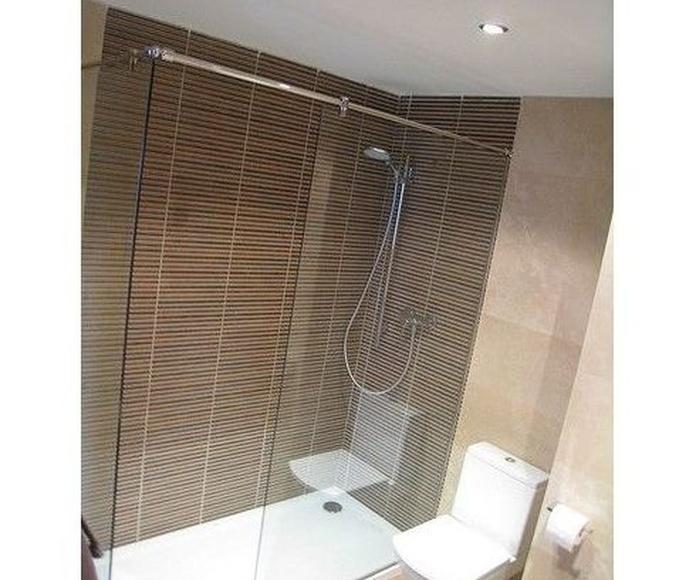 Mamparas de baño: Productos y servicios de Talleres Cueva