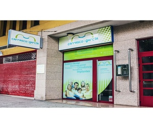 Fachada de la clínica dental en A Coruña