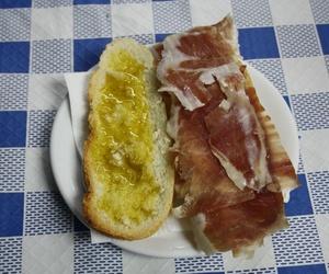 Plato de jamón con aceite
