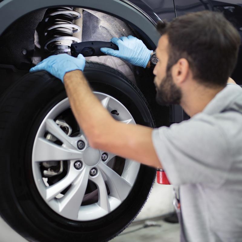 Cambio de neumáticos: Servicios de EM Taller del Automóvil