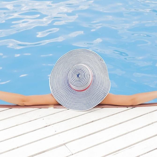 Cómo integrar la piscina en el jardín