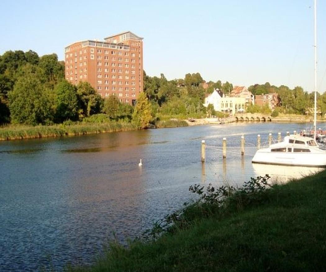 Precauciones en trabajos de construcción a la ribera de un río