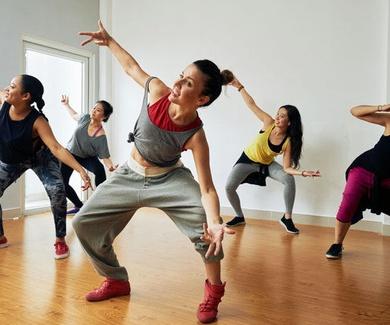 Baile moderno para mayores y niños