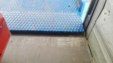 Colocación de Barandillas y suplemento de apoyo en plataformas de carga en Paterna