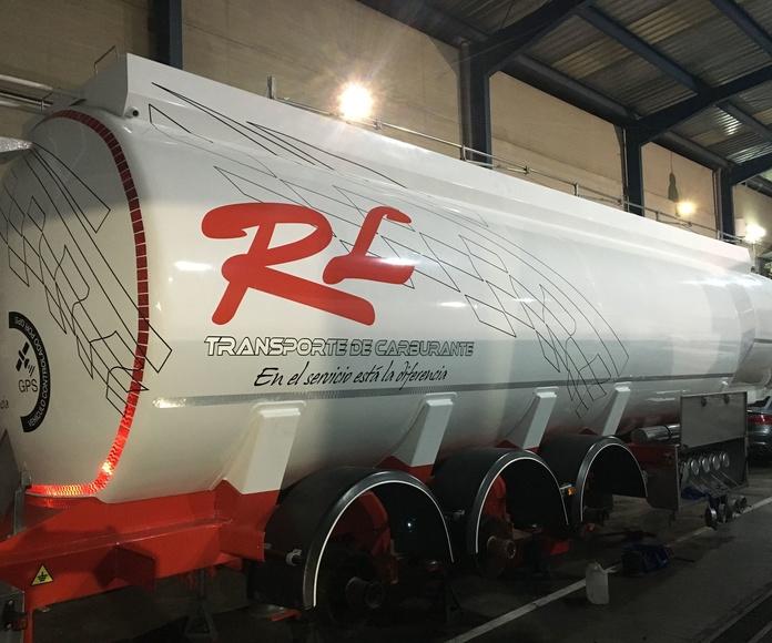 Rotulacion de cisterna de la empresa granadina RL