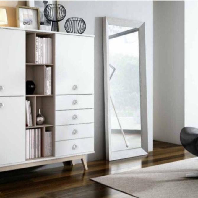 ¿Qué mueble tiene un interior versátil y funcional?