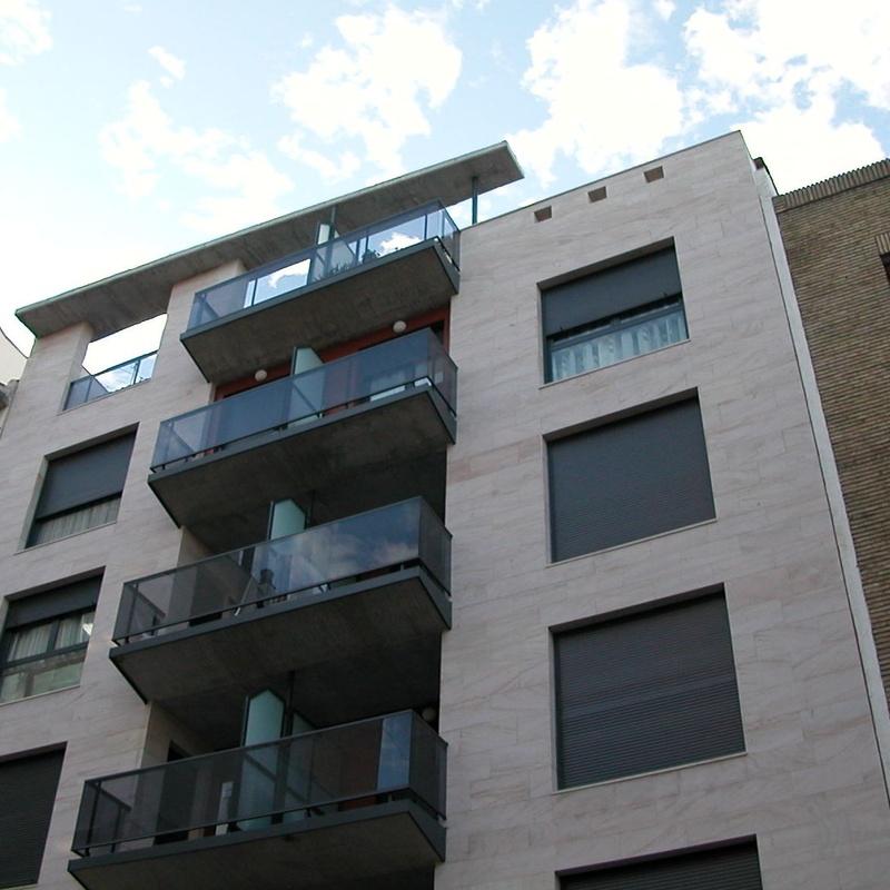 Edificio de viviendas en calle Gascón de Gotor de Zaragoza