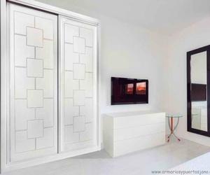 Frente de armario lacado blanco mod. 948 para intalaciones en Madrid, Toledo y alrededores.