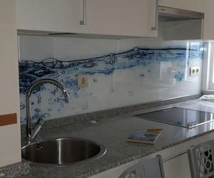 Frente de cocina con cristal