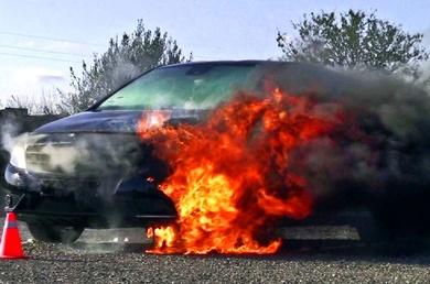 Cuidado con el gas del aire acondicionado del vehículo!