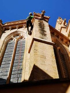 Limpieza de gárgolas y desagüe en Iglesia de la santa Creu