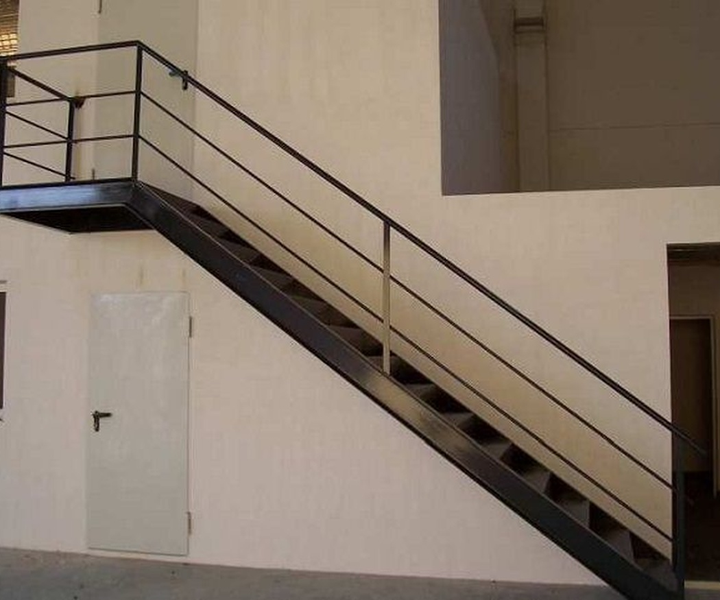 ¿Cómo podemos decorar unas escaleras metálicas?