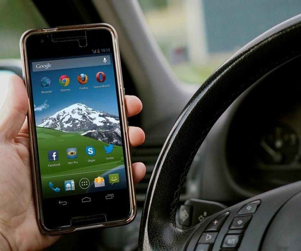 Cuidado con las distracciones al volante a la hora de manipular tus dispositivos electrónicos