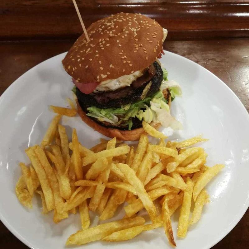 Bocadillos, sandwich y hamburguesas: Carta de Bar Restaurante El Caserío